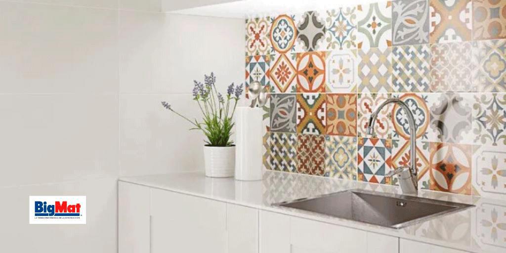 revestimientos de azulejos en la pared de cocina